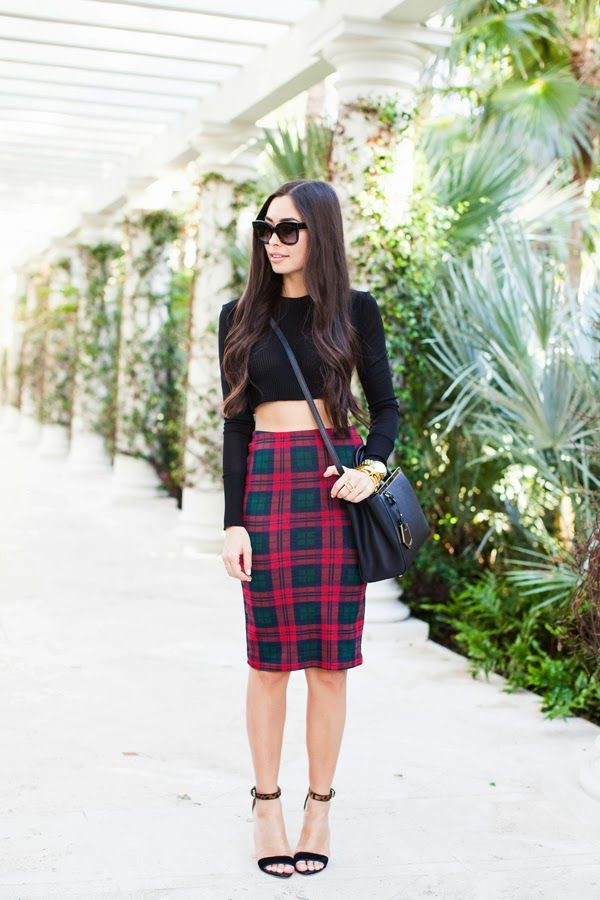 crop top street style, sophisticated crop top, crop top for moms, how to wear a crop top, How to Rock a Crop Top After Having a Baby, Fashion Trends 2015, chic crop top, sexy crop top, crop top trend, elegant crop to, crop top style